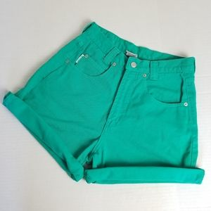 *Rare!*VINTAGE 1990s high waisted jean shorts